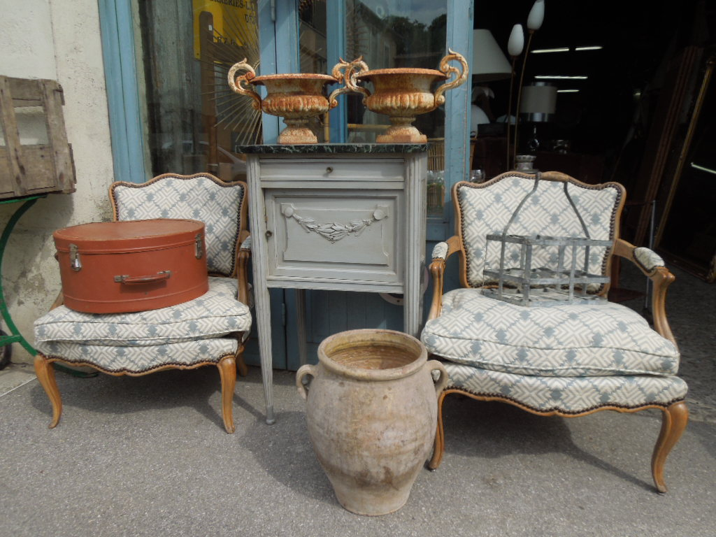 chevet petit mobilier de style louis VXI antiquites brocante montpellier fabregues sete decoration retro achat succession ventes