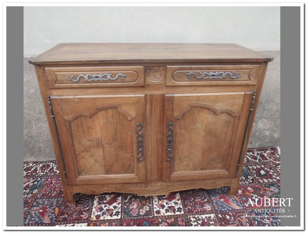 buffet louis XV en noyer blond massif 2 portes 2 tiroirs achat antiquites achat brocante vente antiquites vente brocante antiquaire sete antiquaires montpellier brocanteur montpellier brocanteur sete succession debarras antiquites aubert montpellier fabregues sete beziers gigean antiquaire aubert brocante aubert brocanteur aubert