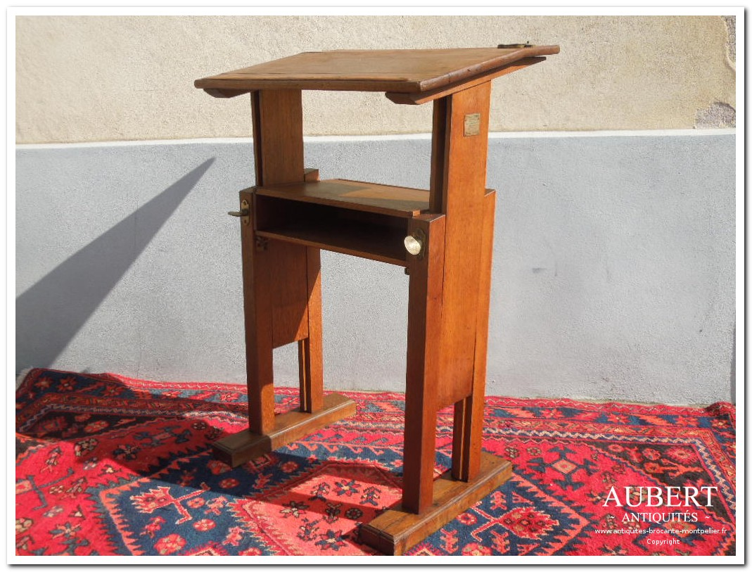table reglable bureau d'ecolier table Ferret achat antiquites achat brocante vente antiquites vente brocante antiquaire antiquaires montpellier brocanteur montpellier succession debarras antiquites aubert montpellier fabregues sete beziers gigean