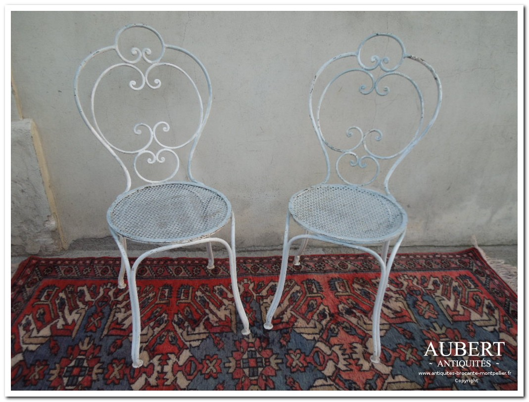 paire de chaises de jardin en fer forge pour salon de jardin achat antiquites achat brocante vente antiquites vente brocante antiquaire sete antiquaires montpellier brocanteur montpellier brocanteur sete succession debarras antiquites aubert montpellier fabregues sete beziers gigean