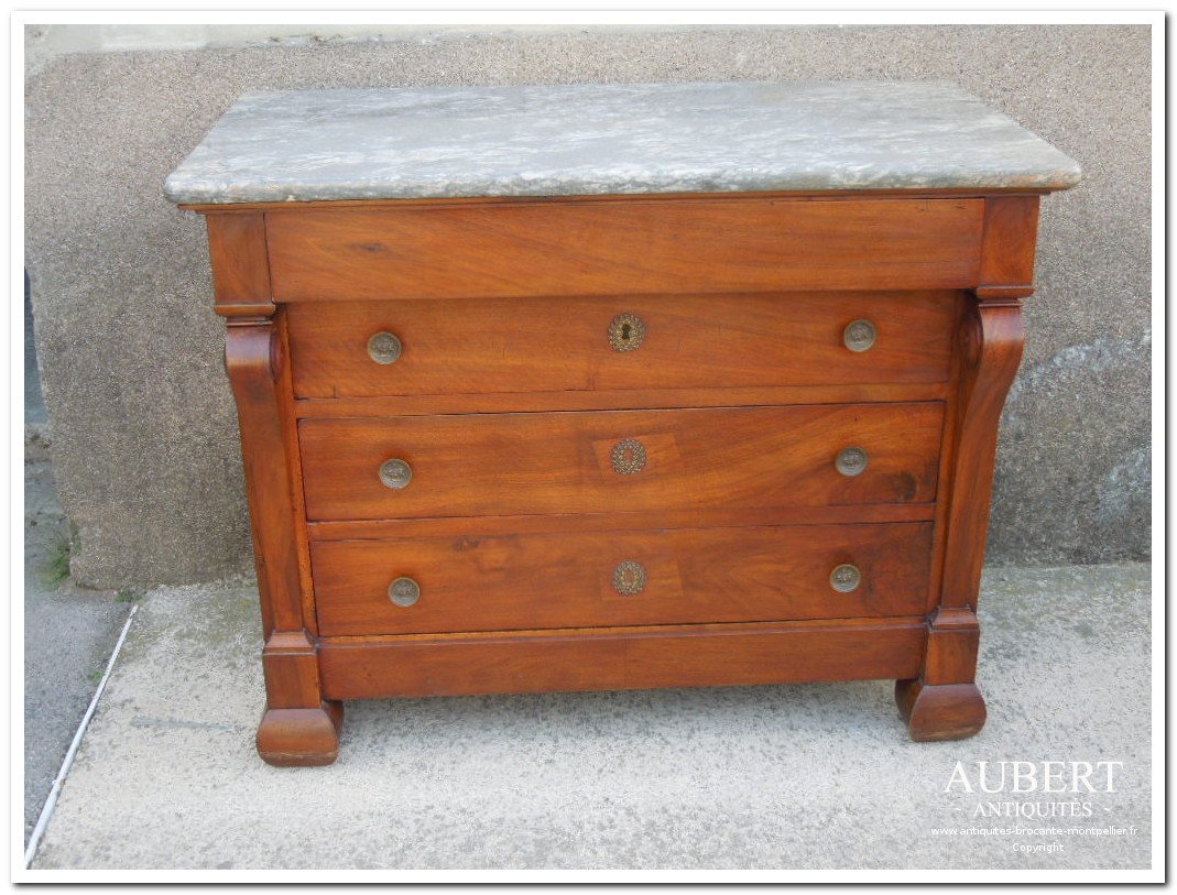 commode a crosse d'epoque restauration en noyer massif avec son plateau marbre d'origine antiquites vente brocante antiquaire sete antiquaires montpellier brocanteur montpellier brocanteur sete succession debarras antiquites aubert montpellier fabregues sete beziers gigean antiquaire aubert brocante aubert brocanteur aubert achat antiquites achat brocante vente