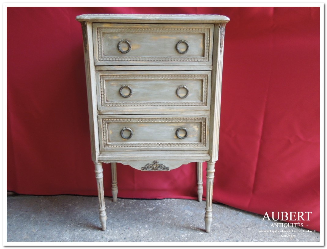 petit meuble chevet commode style louis XVI achat antiquites achat brocante vente antiquites vente brocante antiquaire montpellier brocanteur montpellier succession debarras antiquites aubert montpellier fabregues sete beziers gigean