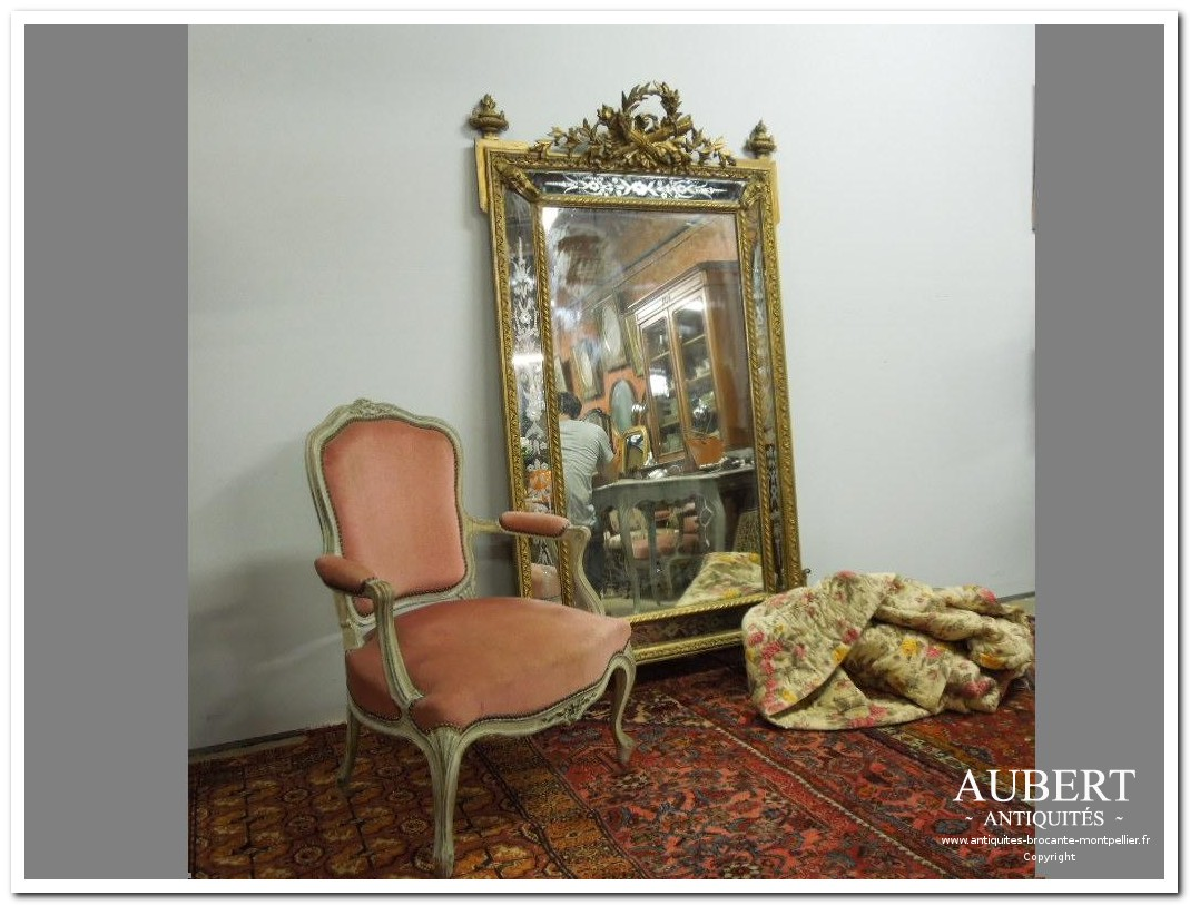 miroir napoléon III et fauteuil de style louis XV avec boutis achat antiquites achat brocante vente antiquites vente brocante antiquaire antiquaires montpellier brocanteur montpellier succession debarras antiquites aubert montpellier fabregues sete beziers gigean
